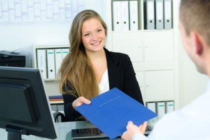 Sposobem na zatrudnienie niani jest umowa uaktywniająca