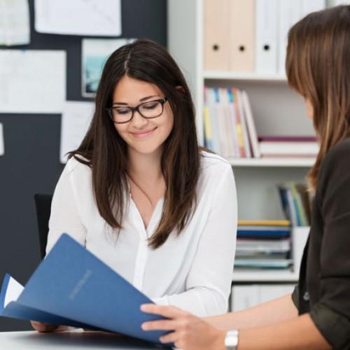 Pracodawcy coraz częściej korzystają z rekrutacji poprzez rekomendacje