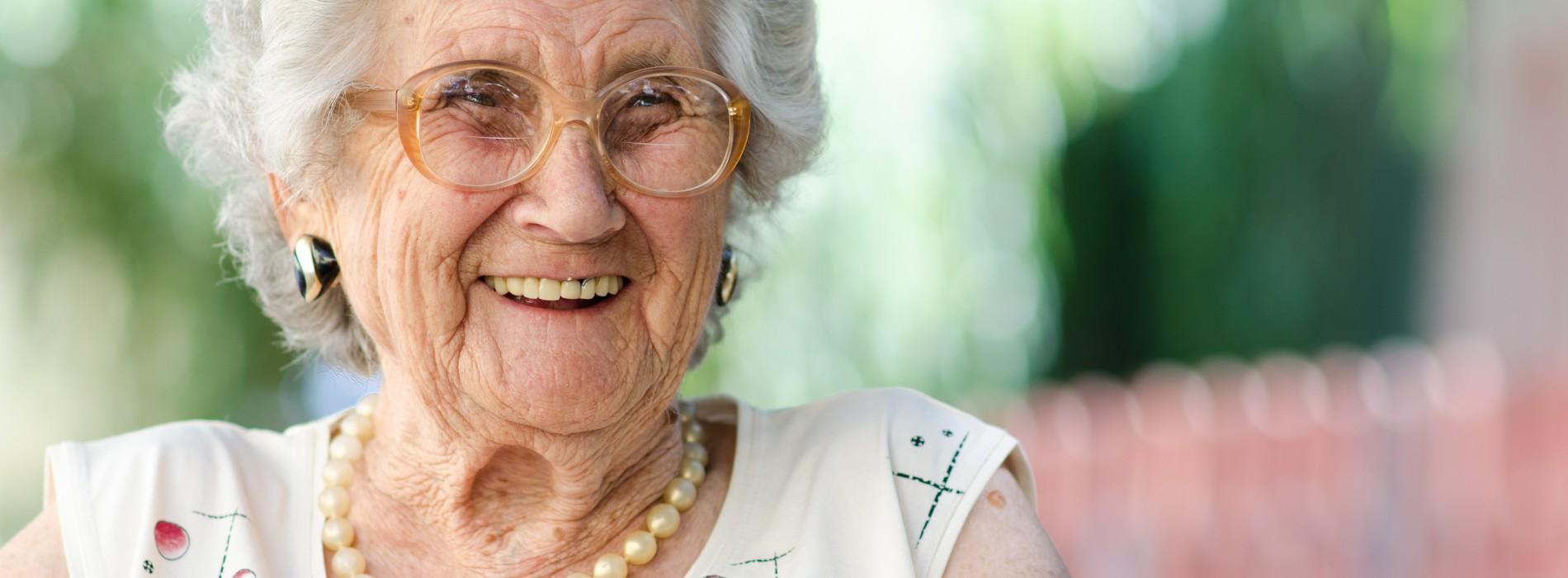 Jakie kwalifikacje powinien mieć personel domu opieki?