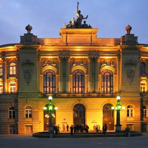 Ponad ośmiu kandydatów na jedno miejsce na Politechnice Warszawskiej. Na większości kierunków lepsze wyniki niż przed rokiem