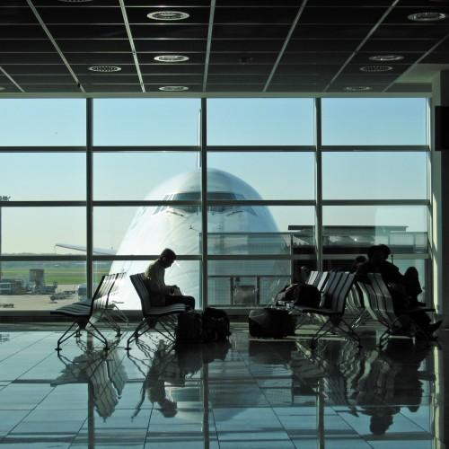 Ponad 1,2 miliona Polaków rozważa wyjazd z kraju. Oferta zagranicznych pracodawców coraz lepsza