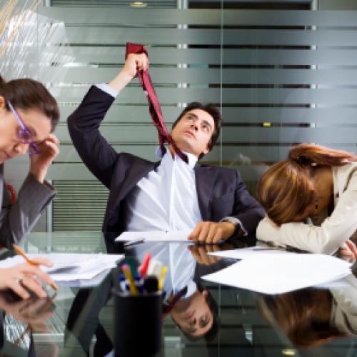 Zła komunikacja i nieufność między pracownikami utrudnia rozwój przedsiębiorcom